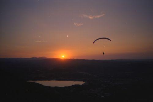 Parapente au coucher de soleil - Torreciudad - Espagne - 2007 - © Régis Hocdé